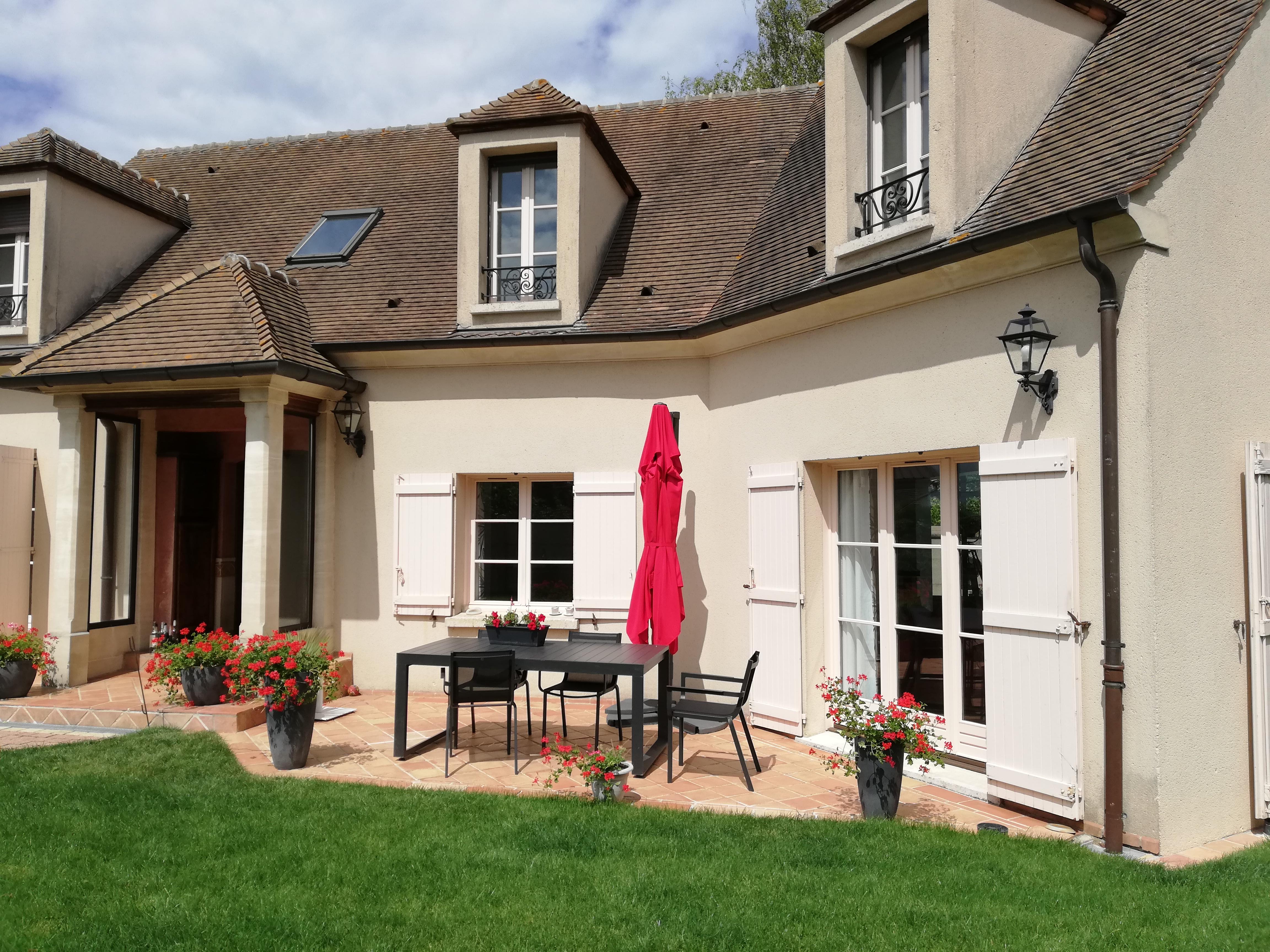 Maison de 240  m2 - Éragny (95610)
